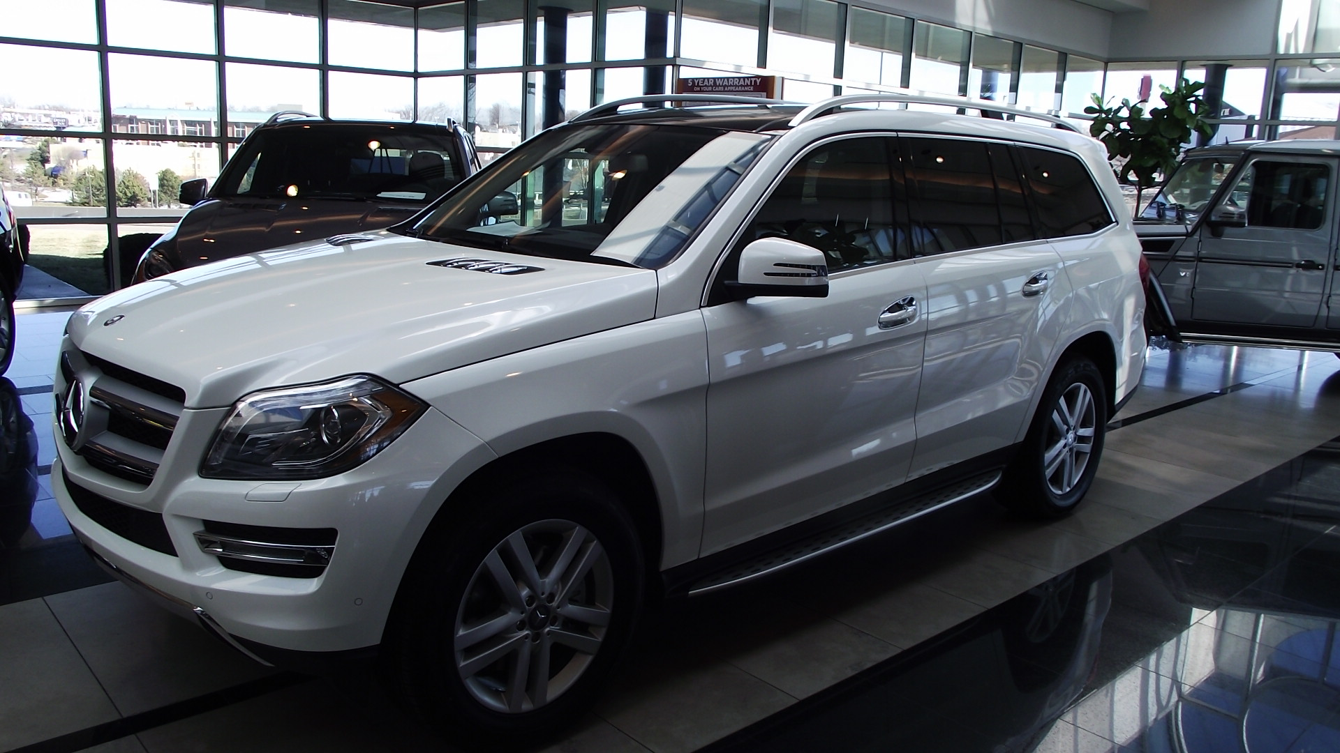 Mercedes benz clase gl 2013 mb adelante bmw atras for Bmw and mercedes benz