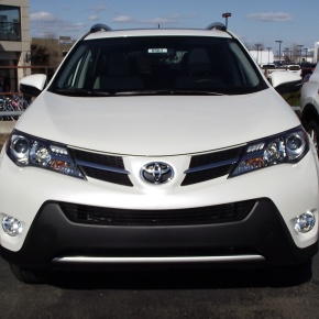 Ya a la venta: Toyota RAV42013.
